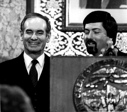 (AP Photo/Bill Daniel, File). FILE - In a Jan. 12, 1982 file photo, Iowa Governor Robert Ray, left, enjoys a light moment at the Statehouse podium with Lt. Governor Terry Branstad after the Condition of the State speech. Former longtime Iowa Gov. Rober...