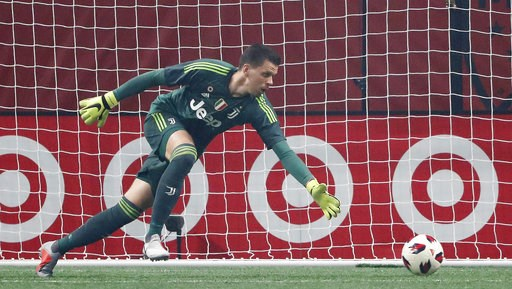 (AP Photo/John Bazemore). Juventus goalkeeper Wojciech Szczesny (1) chases a ball on net against the All-Star Team during the the first half of the MLS All-Star soccer match, Wednesday, Aug. 1, 2018, in Atlanta.