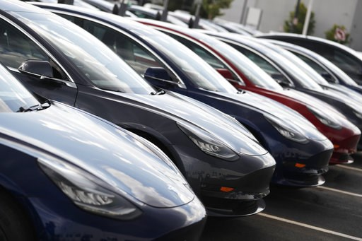 "(AP Photo/David Zalubowski). In this Sunday, July 8, 2018, photograph, 2018 Model 3 sedans sit on display outside a Tesla showroom in Littleton, Colo. The Insurance Institute for Highway Safety, in a paper titled ""Reality Check,"" issued the warning Tue..."