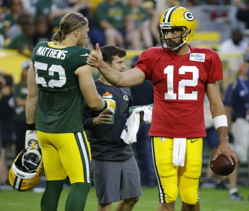 (AP Photo/Mike Roemer). Green Bay Packers Aaron Rodgers, right, gives a thumbs-up during NFL football Family Night practice Saturday, Aug. 4, 2018, in Green Bay, Wis.