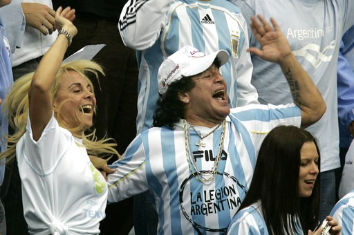 (AP Photo/Ivan Sekretarev, File). FILE - In this Dec. 2, 2006 file photo, Argentina's former soccer great Diego Maradona and his ex-wife Claudia Villafane, left, support their national team during the Davis Cup Final tennis match against Russia, in Mos...