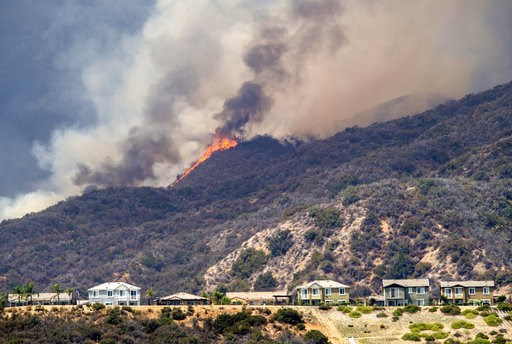 """(Mark Rightmire/The Orange County Register via AP). The """"Holy Fire"""" burns near homes in Lake Elsinore, Calif., on Wednesday, Aug. 8, 2018."""