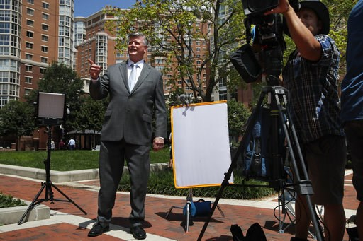 (AP Photo/Jacquelyn Martin). Attorney Kevin Downing, left, gestures to the rest of the defense team for Paul Manafort, as the team leaves federal court for a lunch break during the trial of the former Trump campaign chairman, in Alexandria, Va., Thursd...