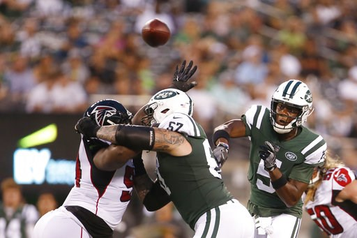 (AP Photo/Adam Hunger). New York Jets quarterback Teddy Bridgewater (5) throws a pass to running back Isaiah Crowell during the first half of a preseason NFL football game Friday, Aug. 10, 2018, in East Rutherford, N.J. Crowell scored a touchdown on th...