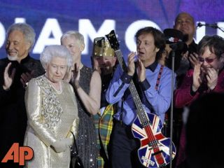 Queen Elizabeth II, 2nd from left, with Tom Jones, Annie Lennox, Paul McCartney and Elton John at the conclusion of the Queen's Jubilee Concert. (AP Photo/Joel Ryan)