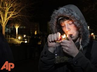Smokers celebrate as Wash. legalizes marijuana