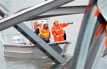 Temporary bridges planned for fallen I-5 in Wash.