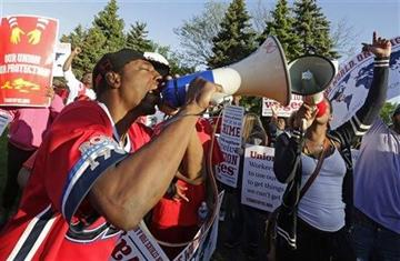 Fast food workers prepare to escalate wage demands