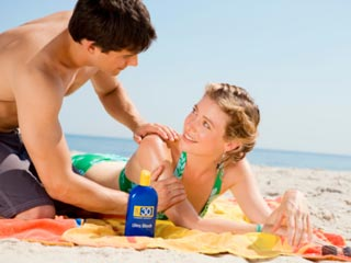 The AAD also recommends that you re-apply sunscreen every two hours when outdoors. (©Creatas Images/Thinkstock)