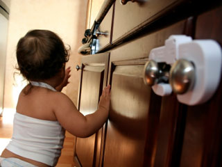 Single-wash packets of laundry detergent can be poisonous for toddlers who mistake them for candy. (©iStockphoto.com)