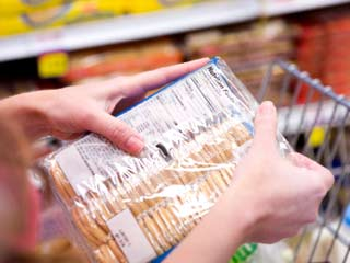 Nutrition labels tell consumers how many calories are contained in a food portion. (©iStockphoto.com/Sean Locke)