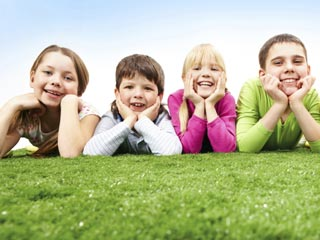 Let the kids pick a park or playground area they love and bring along a picnic lunch. (©iStockphoto/Thinkstock)