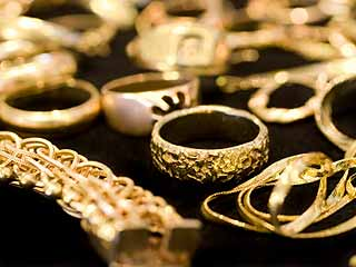 Your gold items should be separated and weighed based on karat value. (©iStockphoto.com/Melissa Carroll)