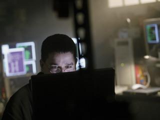 По данным газеты Al Bayan, которая выходит в ОАЭ, причиной смерти хакера стал тяжелый приступ астмы, который...