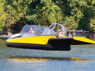 The hovercraft doesn't just lift itself a few inches above water; it has wings that can soar up to 20 inches above an all-terrain surface. (Image courtesy of Digital Trends)