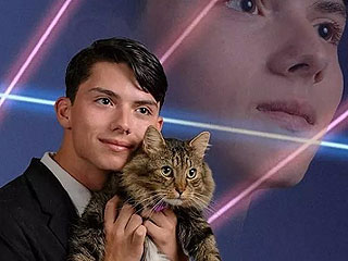 teen Petitions to Have Cat as Part of Yearbook Picture