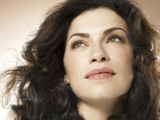 Julianna Margulies won the Emmy for Outstanding Lead Actress in a Drama Series. (&amp;copy;PRNewsFoto/L'Oreal Paris, Ondrea Barbe/Corbis Outline)