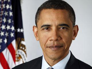 Портретное фото Барака Обамы на фоне флага США.