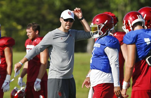 (AP Photo/Sue Ogrocki, File). FILE - In this Monday, Aug. 6, 2018, file photo, Oklahoma head coach Lincoln Riley, left, directs quarterbacks Kyler Murray, center, and Austin Kendall, right, during an NCAA college football practice in Norman, Okla. Rile...