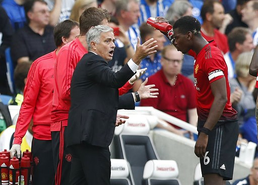 (AP Photo/Alastair Grant). Manchester United's manager Jose Mourinho gestures as he speaks to Paul Pogba during the English Premier League soccer match between Brighton and Hove Albion and Manchester United at the Amex stadium in Brighton, England, Sun...