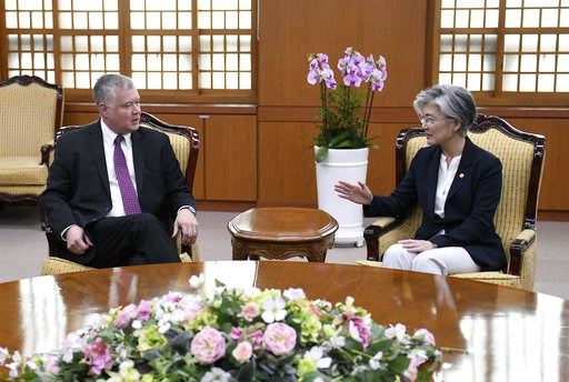 (Jung Yeon-je/Pool Photo via AP). South Korean Foreign Minister Kang Kyung-wha, right, talks with U.S. special envoy for North Korea Stephen Biegun, left, during their meeting at the Foreign Ministry in Seoul Tuesday, Sept. 11, 2018.