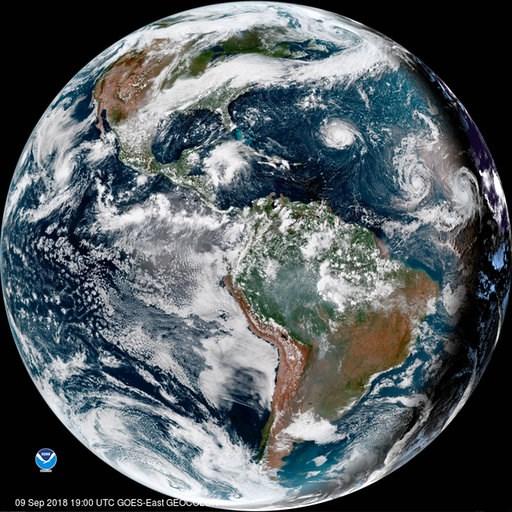 (NOAA vía AP). Esta imagen de satélite proporcionada por la Oficina Nacional de Administración Oceánica y Atmosférica (NOAA, por sus siglas en inglés), muestra al huracán Florence, tercero desde la derecha, en el océano Atlántico el domingo, 9 de septi...