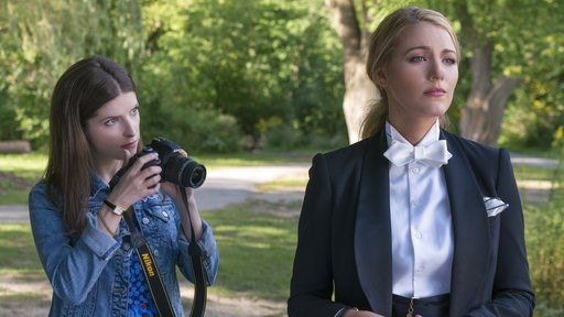 "(Peter Iovino/Lionsgate via AP). This image released by Lionsgate shows Anna Kendrick, left, and Blake Lively in a scene from ""A Simple Favor."""