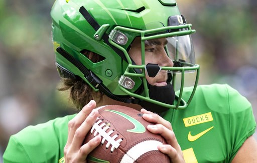 (AP Photo/Thomas Boyd, file). FILE - In this Saturday, Sept. 8, 2018, file photo, Oregon quarterback Justin Herbert went 20-of-26 with 250 yards, four touchdowns and no picks in their 62-14 win against Portland State during an NCAA college football gam...