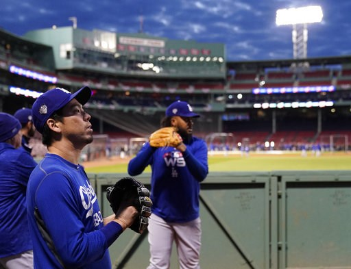(AP Photo/Elise Amendola). Los Angeles Dodgers relief pitcher Kenley Jansen, right, warms up with starting pitcher Kenta Maeda in the bullpen during batting practice for the World Series baseball game Monday, Oct. 22, 2018, in Boston. The Red Sox play ...