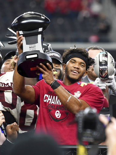 (AP Photo/Jeffrey McWhorter). Oklahoma quarterback Kyler Murray hoists the Most Outstanding Player trophy after beating Texas 39-27 in the Big 12 Conference championship NCAA college football game on Saturday, Dec. 1, 2018, in Arlington, Texas.