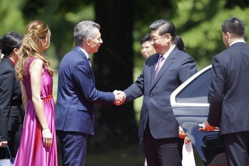 (AP Photo/Martin Mejia). Argentina's President Mauricio Macri and first lady Juliana Awada welcome China's President Xi Jinping at presidential residence in Olivos, a northern suburb of Buenos Aires, Argentina, Sunday, Dec. 2, 2018.