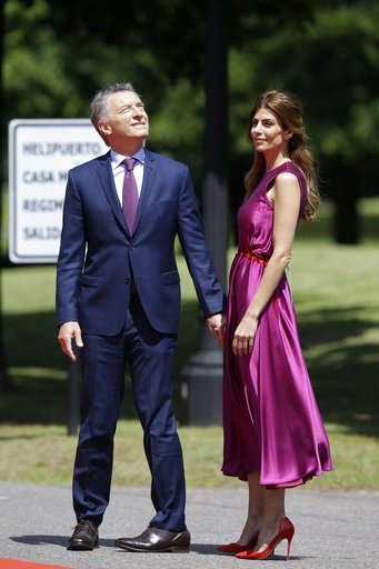 (AP Photo/Martin Mejia). Argentina's President Mauricio Macri, left, and first lady Juliana Awada wait for the arrival of China's President Xi Jinping at presidential residence in Olivos, a northern suburb of Buenos Aires, Argentina, Sunday, Dec. 2, 20...