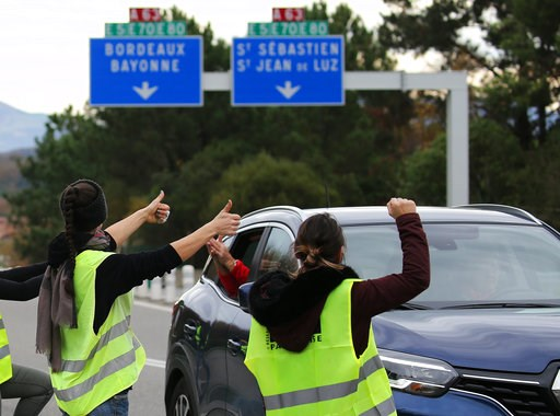 (AP Photo/Bob Edme). Demonstrators open the toll gates on motorway near Biarritz, southwestern France, Monday, Dec. 3, 2018. French Prime Minister Edouard Philippe is holding crisis talks with representatives of major political parties in the wake of v...