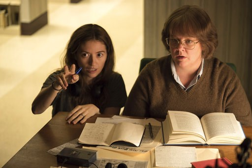 "(Mary Cybulski/Fox Searchlight via AP). This image released by Fox Searchlight Films shows director Marielle Heller, left, and Melissa McCarthy on the set of ""Can You Ever Forgive Me?""  None of the films nominated for best picture (comedy/musical and d..."