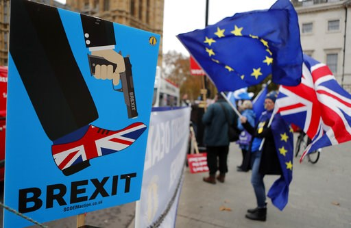 (AP Photo/Frank Augstein). Protestors demonstrate opposite Parliament against Britain's Brexit split from Europe, in London, Thursday, Dec. 6, 2018.  Britain's Prime Minister Theresa May's effort to win support for her Brexit agreement comes amid repor...