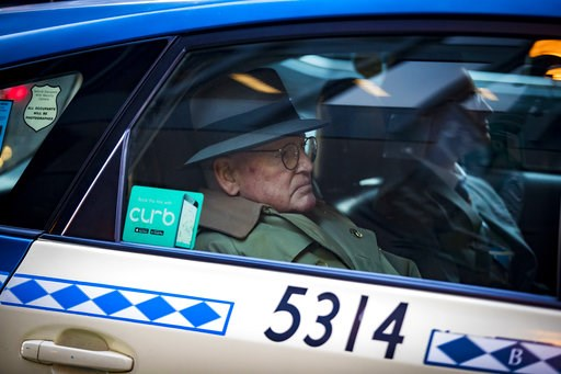 (Brian Cassella/Chicago Tribune via AP). Alderman Ed Burke, 75, departs in a taxi after following his release after turning himself in at the Dirksen Federal Courthouse, Thursday, Jan. 3, 2019, in Chicago. Burke, one of the most powerful City Council m...