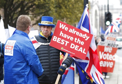 (AP Photo/Alastair Grant). Pro-Brexit, left, and anti-Brexit, right, protesters debate their views outside parliament in London, Thursday Jan. 10, 2019. Prime Minister Theresa May's proposed Brexit deal seems widely disliked by both pro-European and pr...