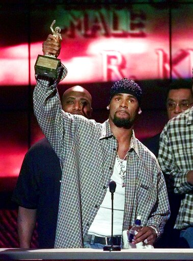 "(AP Photo/Mark J. Terrill, File). FILE - In this March 26, 1999 file photo, R. Kelly accepts the Sammy Davis Jr. Award for Male ""Entertainer of the Year"" at the 13th annual Soul Train Music Awards in Los Angeles. Kelly, one of the top-selling recording..."