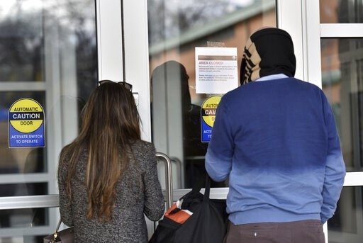 "(Hyosub Shin/Atlanta Journal-Constitution via AP). December 22, 2018 Atlanta - Visitors read an ""Area Closed"" sign due to a government shutdown at the Martin Luther King Jr. National Historical Park Visitor Center on Saturday, December 22, 2018. The th..."