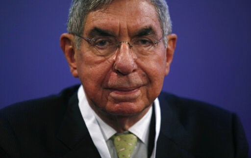(AP Photo/Manu Fernandez, File). FILE - In this Nov. 13, 2015 file photo, Costa Rican 1987 Nobel peace laureate and former president of Costa Rica, Oscar Arias, looks at the media during the opening ceremony of the XV World Summit of Nobel Peace Laurea...