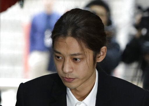 (AP Photo/Lee Jin-man). K-pop singer Jung Joon-young arrives to attend a hearing at the Seoul Central District Court in Seoul, South Korea, Thursday, March 21, 2019. A South Korean pop star has appeared at a court hearing to decide whether to arrest hi...