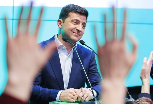 (AP Photo/Vadim Ghirda). Ukrainian comedian and presidential candidate Volodymyr Zelenski speaks to his supporters at his headquarters after the second round of presidential elections in Kiev, Ukraine, Sunday, April 21, 2019. Ukrainians voted on Sunday...