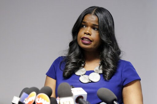 """(AP Photo/Kiichiro Sato, File). FILE - In this Feb. 22, 2019, file photo, Cook County State's Attorney Kim Foxx speaks at a news conference, in Chicago. Text messages released showed Foxx believed her office had overcharged """"Empire"""" actor Jussie Smolle..."""