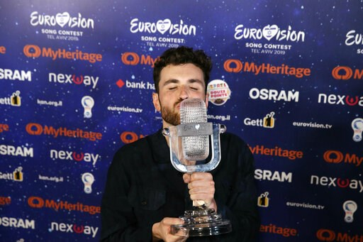 """(AP Photo/Sebastian Scheiner). Duncan Laurence of the Netherlands celebrates with the trophy during a press conference after winning the 2019 Eurovision Song Contest grand final with the song """"Arcade"""" in Tel Aviv, Israel, Saturday, May 18, 2019."""