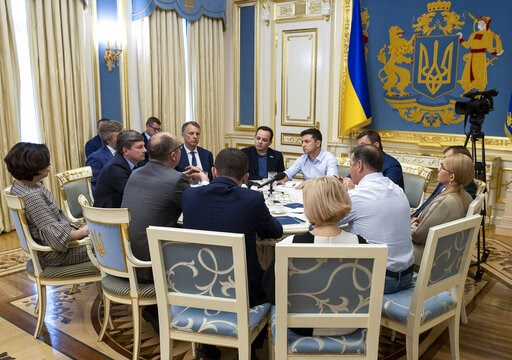 (Ukrainian Presidential Press Office via AP). Ukrainian president Volodymyr Zelenskiy, center, speaks during a meeting with lawmakers in Kiev, Ukraine, Tuesday, May 21, 2019. Zelenskiy dropped a bombshell when he said he is dissolving the parliament, d...