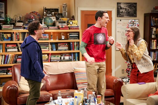 """(Michael Yarish/CBS/Warner Bros. Entertainment Inc. via AP). This photo provided by CBS shows Johnny Galecki, from left, Jim Parsons and Mayim Bialik in a scene from the series finale of """"The Big Bang Theory,"""" Thursday, May 16, 2019, airing 8:30 - 9:00..."""
