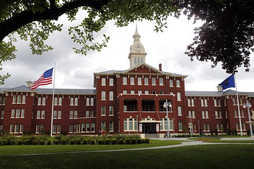 (Paul Carter/The Register-Guard via AP, File). File - In this May 24, 2013, file photo, is the Oregon State Hospital in Salem, Ore. Oregon will use ground-penetrating radar to search for bodies buried on the campus of the former psychiatric hospital th...
