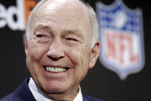 (AP Photo/David J. Phillip, File). FILE - In this Feb. 2, 2011, file photo, NFL Hall of Fame quarterback Bart Starr smiles during an NFL football news conference in Dallas. Starr, the Green Bay Packers quarterback and catalyst of Vince Lombardi's power...
