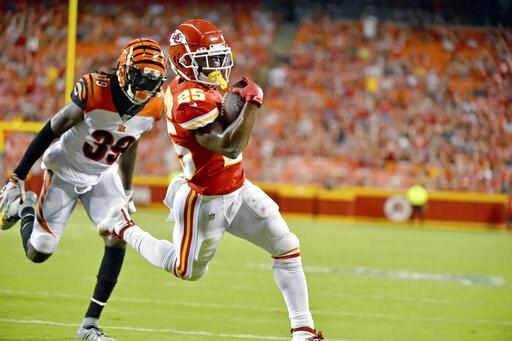 (AP Photo/Ed Zurga). Kansas City Chiefs running back Darwin Thompson (25) runs for a touchdown ahead of Cincinnati Bengals defensive back Tony Lippett (39) during the second half of an NFL preseason football game in Kansas City, Mo., Saturday, Aug. 10,...